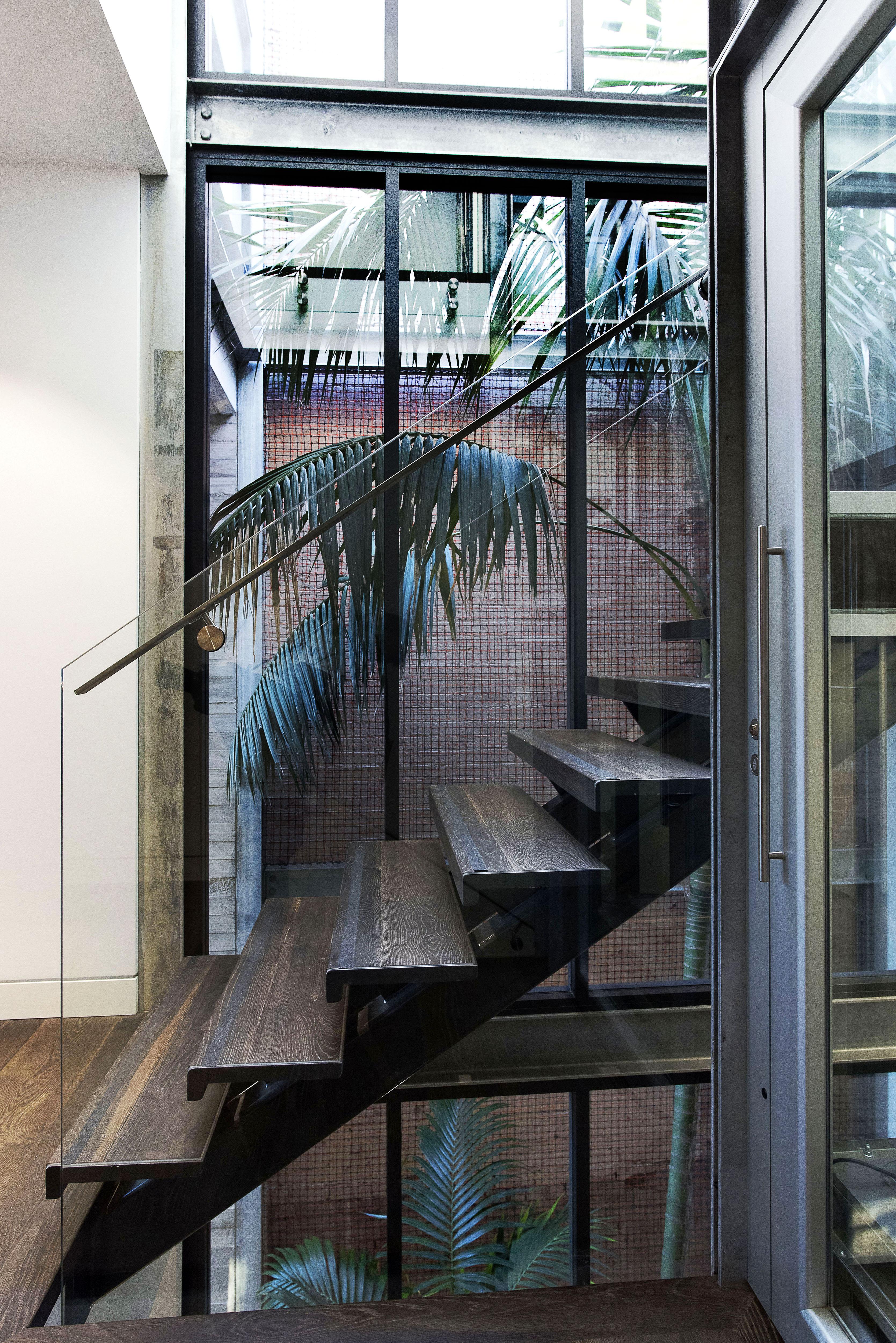 Open riser steel stair