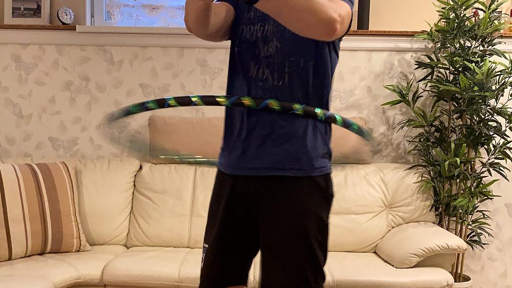 Fitness-Hooping mit einem 1m Reifen, 32mm stark