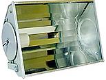 Projetor fechado longo alcance com refletor alto brilho e laterais em chapa de aço. Lente em vidro plano temperado, soquete E40.