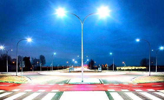 Iluminação para Estacionamento - Poste curvo com luminária Led de Rua.