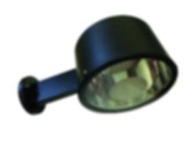 Luminária externa de parede fabricada em chapa de alumínio e vidro temperado plano. Refletor em alumínio anodizado para lâmpadas fluorescente até 45w. Cores branca ou preta.
