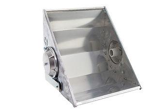 Refletor 2000w fechado longo alcance com refletor alto brilho e laterais em chapa de aço. Lente em vidro plano temperado, soquete E40.  Vapor metalico ou sodio de 2000w