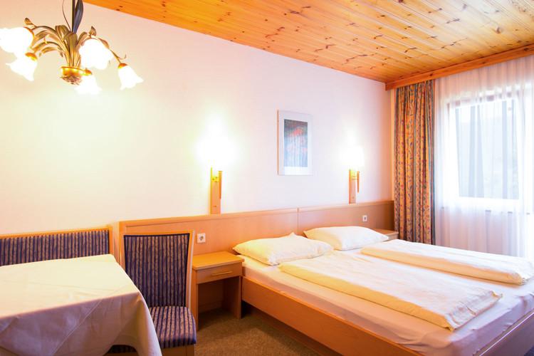 Zimmer-4.jpg
