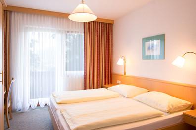 Zimmer-3.jpg