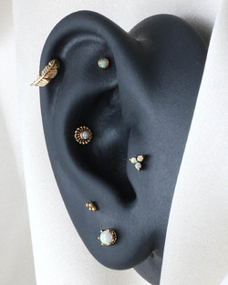 Curated Ear Gelbgold