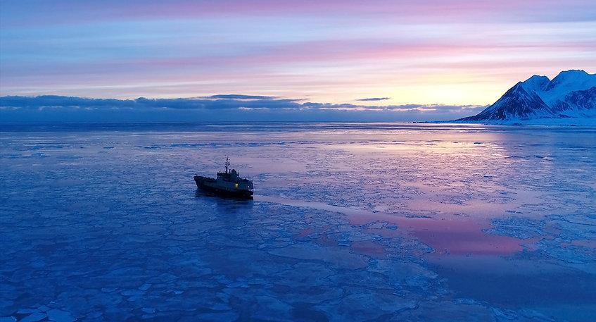 Svalbard Spitsbergen winter cruise arktis
