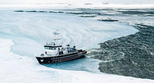 ship boat kinfish svalbard cruise