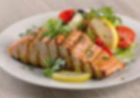 Ganzheitliche Ernährungsberatung in Lenzburg - Abnehmen und gesunde Ernährung mit Lachs und Gemüse