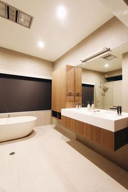 kennelly master bathroom