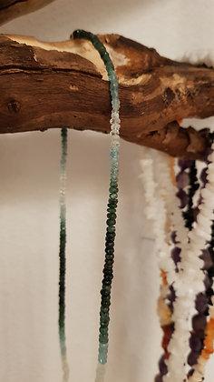 Halskette aus Smaragdkristallen