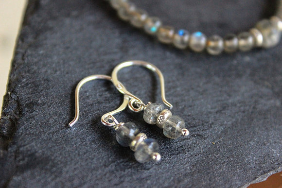 Edle Ohrringe mit Labradorit und Silber