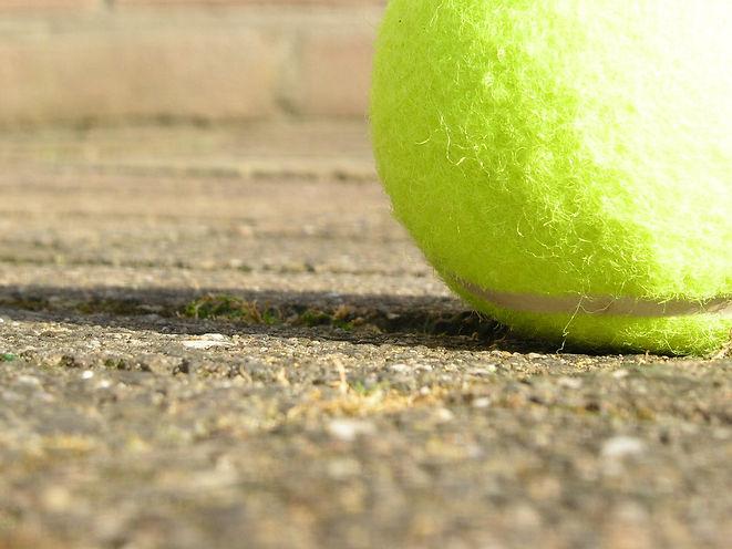tennis-ball-1480360.jpg