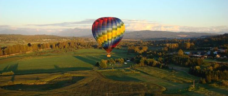 Colorful Hot air balloon floating gently on Snohomish balloon ride