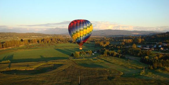 Hot air balloon ride over Scenic Snohomish River Valley