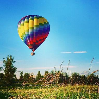 Hot air balloon ride gentle landing aproach near Seattle
