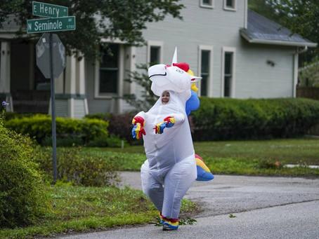 Florida jogger dons costume to cheer up neighborhood