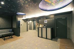 062、エントランスホール 夜景.JPG