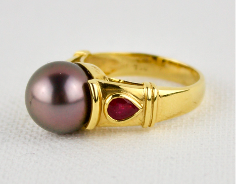 18ct Gold South Sea Black Pearl Ring