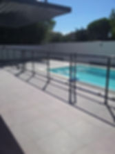 Portail_coulissant_vitré_piscine.jpg