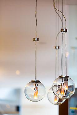 modern-style-light-bulbs-with-clear-back