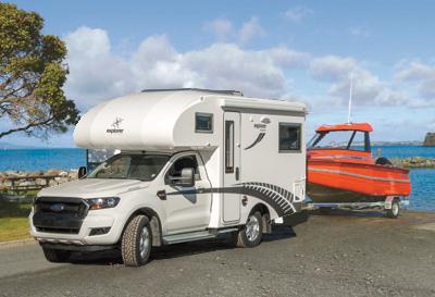 Ford Ranger 4WD pulling boat