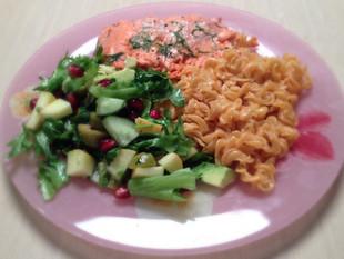 """""""Juustune"""" punase läätse pasta salati ja lõhega ehk kiire õhtusöök 4-le (teravilja-, piima"""