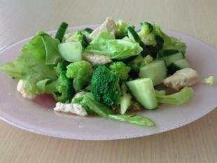 Kana-brokkolisalat