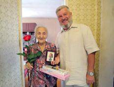 Александр Балберов вручил жительницам Тулы медали в память 80-летия обороны города
