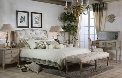 Vie En Prov Upholstered Bed