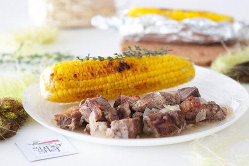 Шашлык из свинины в рукаве с запеченной кукурузой