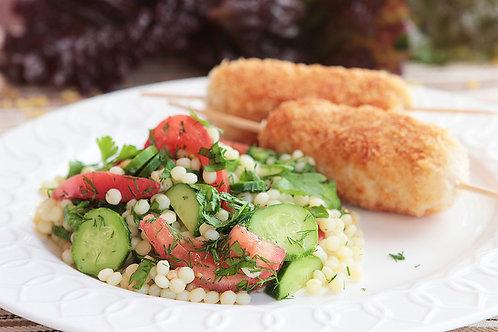 Куриные котлетки на палочке с салатом из птимтима