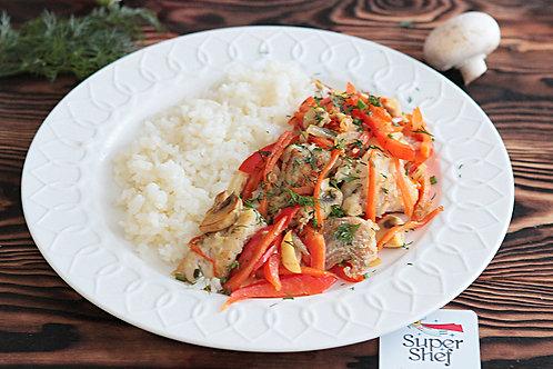 Рыбка с овощами и рисом