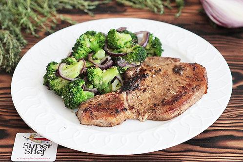 Мясной стейк с соте из брокколи