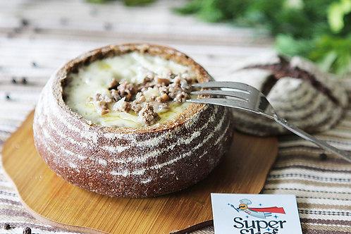 Хлебный горшочек с мясом и шампиньонами в сырном соусе