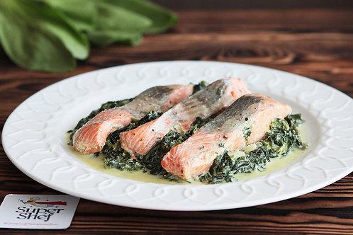 Рыбный стейк со сливочным шпинатом