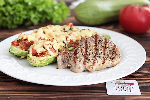 Мясной стейк с запеченным кабачком и овощами