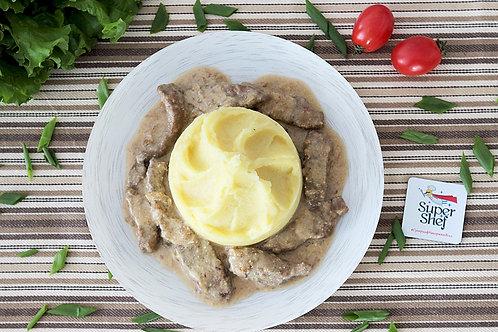 Печень телячья в сметанном соусе с картофельным пюре