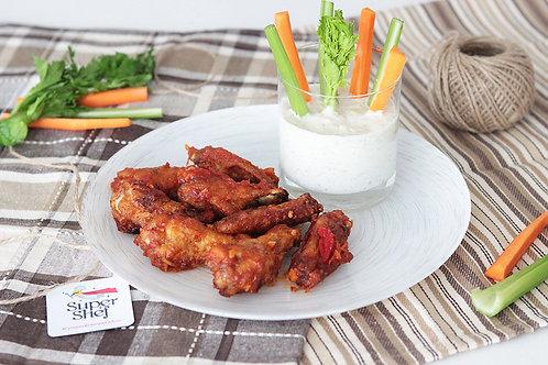 Крылышки Баффало с овощами и соусом Тар-Тар