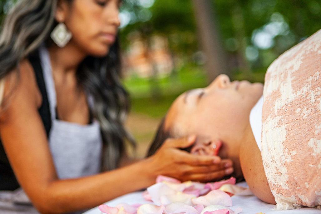 Boucle de Vie par Myrha Gagnon, située à Trois-Rivières, offre des services professionnels en massothérapie pour femme enceinte, massothérapie à domicile, massage Shiro Abhyanga, soins rituel Rebozo, en périnatalité, accompagnement à la naissance, Relevailles, cours prénataux, ateliers de massage de bébé, atelier de portage, Hypnodoula (autohypnose et coffret audio), un Cercle de Femmes pour échanger et vente de certificats-cadeaux.
