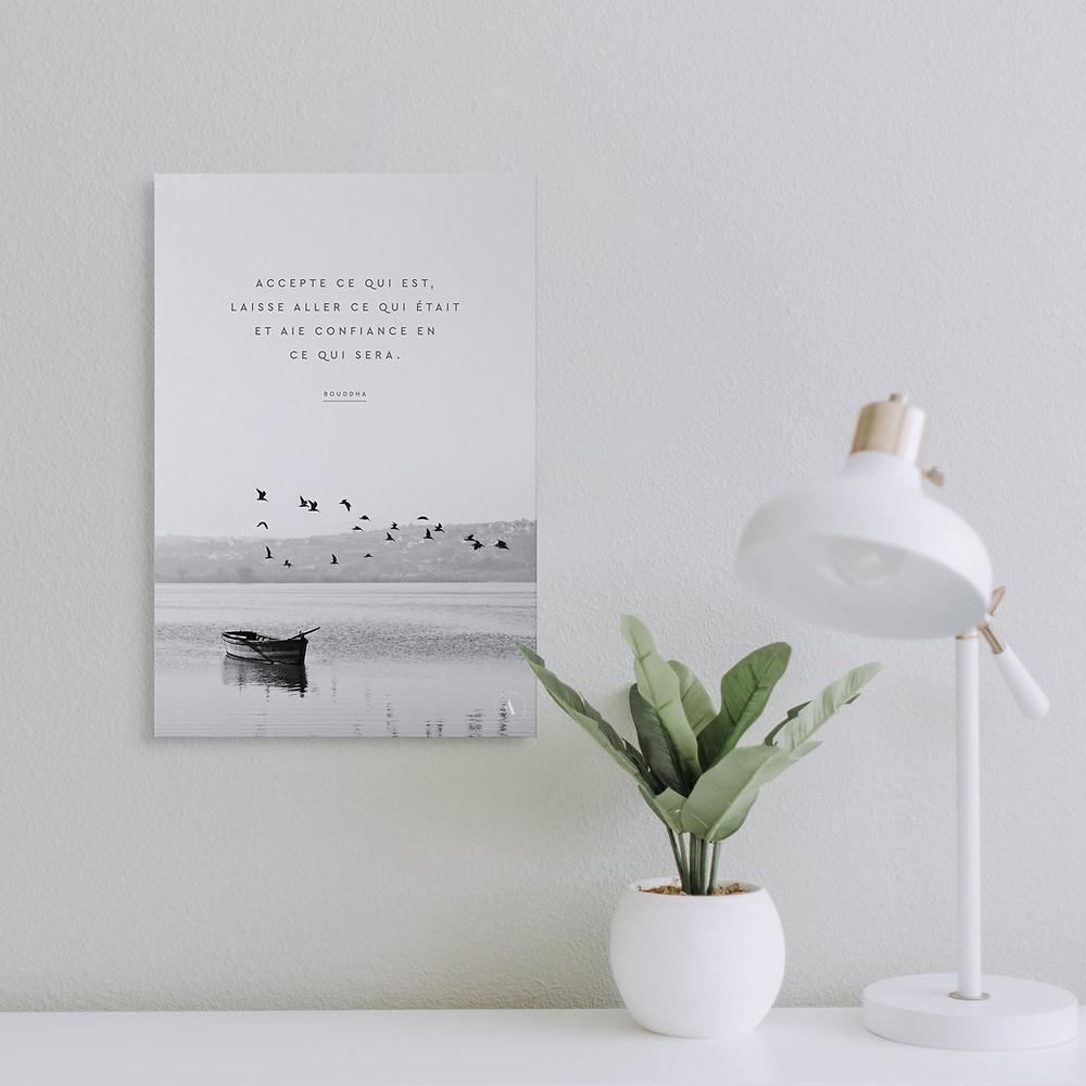 Blog sur l'anxiété et le bien-être et produits dérivés à mon image qui promouvoient la pensée positive : bougies parfumées aux huiles essentielles, toiles et tasses avec citations positives qui aident à faire du bien à soi et aux gens qui nous entourent.