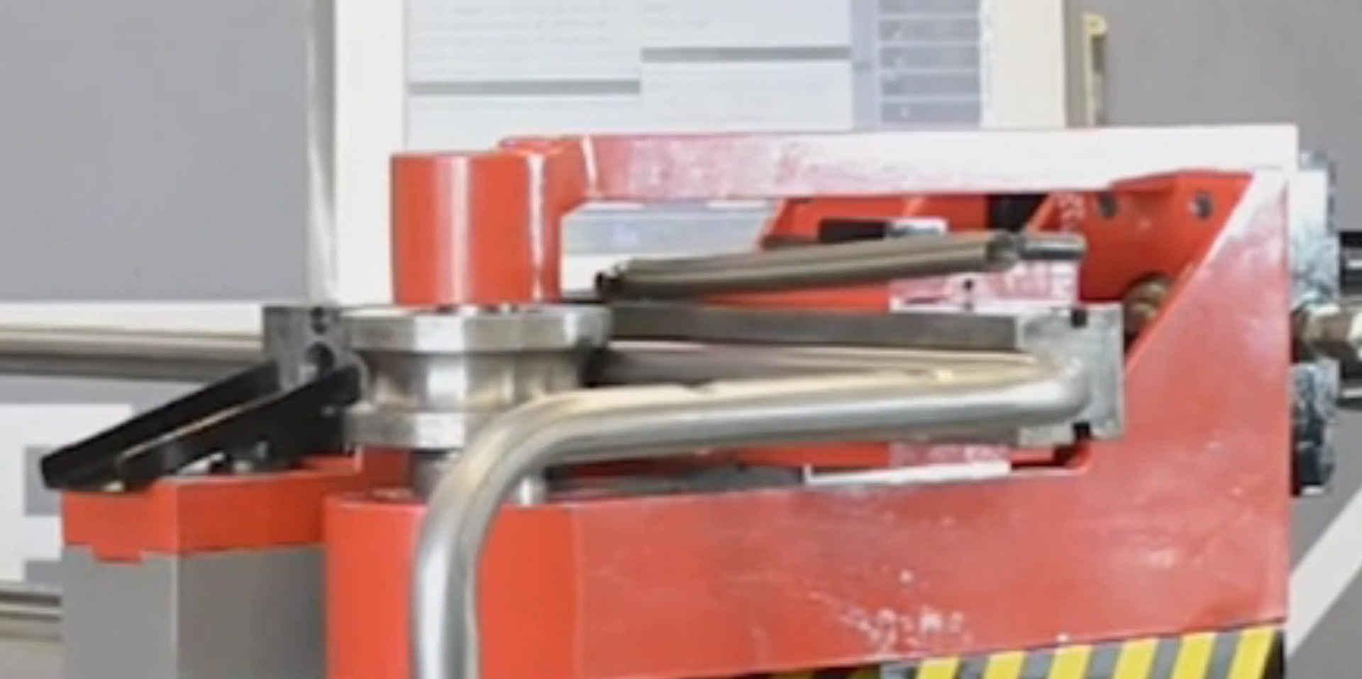 Curvadora de Tubo 3D CNC C/ Dispositivo de Furação