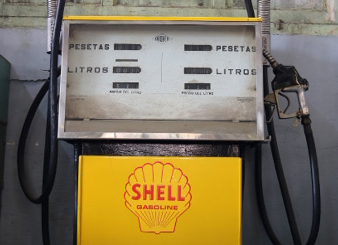 Old-time Shell Gas pump