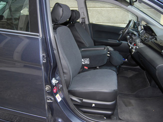 15 Honda FR-V