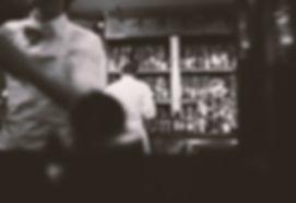 alcool bar noir et blanc barkeeper
