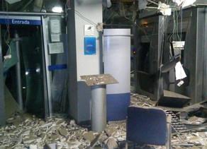 Bandidos explodem agência da Caixa Econômica em Sertânia