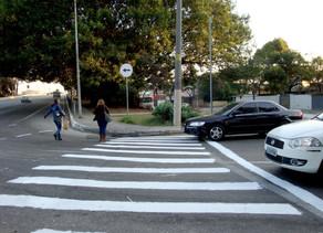 Pedestres e ciclistas poderão ser multados a partir de 2018