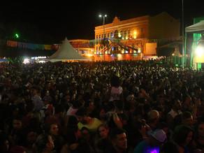 Diversidade musical marca o sábado de Carnaval em Triunfo que reuniu milhares de foliões