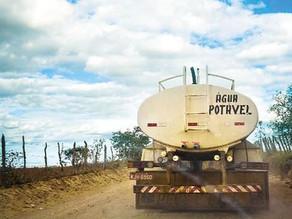 Pipeiros param de distribuir água em 7 cidades do Sertão de PE por atraso nos pagamentos