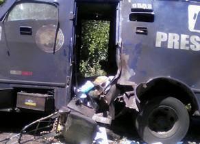 Polícia troca tiros com dois suspeitos de integrar quadrilha que explodiu carro-forte na PE-365