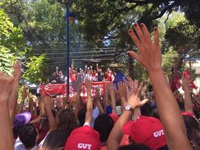 Professores da rede estadual entram em greve por tempo indeterminado